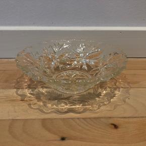 Fin glasskål - ca 17 cm bred.