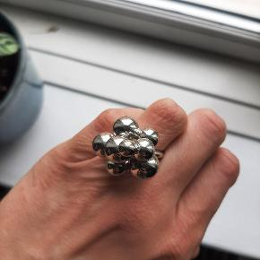 & Other Stories ring