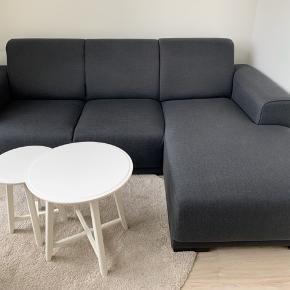 Sælger min sofa grundet flytning. Sofaen er lidt over 2 år gammel. Den er pæn og velholdt. Sofaen har været i et IKKE ryger hjem, og der har heller ikke været nogen kæledyr :)