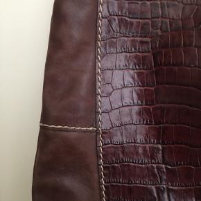 Stor læder taske mangler patina for har kun brugt den en gang.