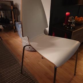 2 stk. IKEA spisebordsstole m. Stål ben  Hvide med egetræs kant Prisen er for 2 stk.
