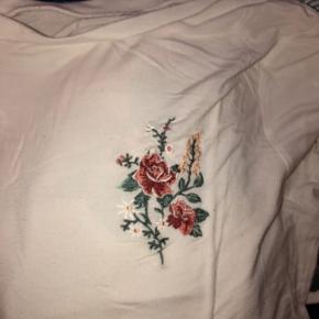 Sælger denne trøje da jeg skal flytte og har derfor ikke plads til den 💫  Np 125 Mp 50