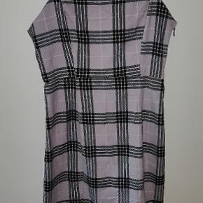 En sød kort kjole. Har aldrig brugt den, kun prøvet den på.