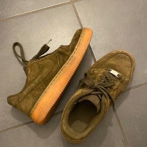 Sælger mine grønne Nike Air Force:) De er lidt slidte hist og her, men stadig i fin stand:) BYD gerne😊