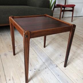 Dansk Retro sofabord 44 x 44 cm og 48 cm høj  I rigtig din stand.