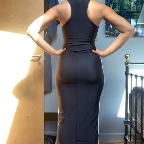 WOW!  90s inspired skintight sexy tube dress in a small (but it's really stretchy so it also fits a medium). H&M Divided Gold label which means it was a limited edition. Front zip zips down below the boobs and the dress is calf length.  Model is 178cm tall and a size medium. Any questions, just ask!