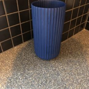 Flot mørkeblå lyngby vase. 20 cm