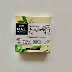Intet prismærke, men helt uåbnet N.A.E shampoo bar