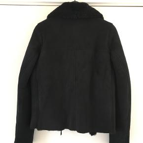Sort kort Toskansk Rulams jakke.