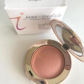 Jane Iredale PurePressed Blush Farve: Whisper Smuk Blush fra Jane Iredale i en naturlig farve Aldrig brugt Nypris 275,-  Kan også handles over mobilepay og sendes med PostNord for 10,-