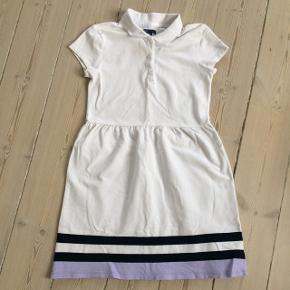 Hvid kjole med krave. Brugt meget lidt, str. 10