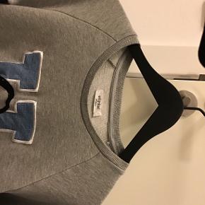 Unlimited Edition sweatshirt, kun brugt ganske kort, lidt oversize i str..
