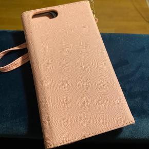 Fineste mobiltaske/clutch med sort cover til iPhone 6-7-8 plus. Lyserød. Plads til kort. Velholdt.