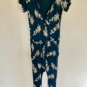 Skøn smørblød jumpsuit fra Comfy Copenhagen - str S/M - brugt og vasket en gang - bytter ikke;-)