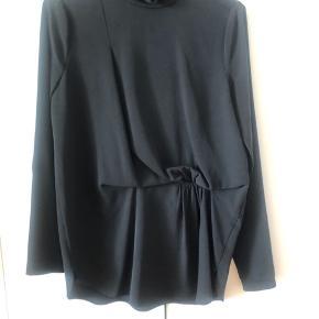 Super lækker skjorte bluse fra Malene Birger. Fejler intet. Åben for bud :-)