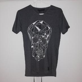 Hent ny t-shirt fra AXI. Str L BYD😊