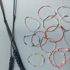Armbånd i mange mønstre ig farver sælges. Alle vores smykker kan laves i flere farver og str. bare send os en dm💌  Ca. 30,- pr. Armbånd   Pilgrim, Maanesten, Pico, Maria Black, Anni lu, Jane Kønig, Pernille Coridon, Garber, Stine A, Julie Sandlau