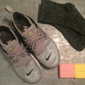Nike sneaks købt i Berlin for 2,5 år siden til 160€~ 1.190 kr.  Brugt det første år, men stadig i så fin stand.   Se også mine andre annoncer 😊