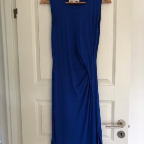 Lækker Jersey kjole i koboltblå fra Michael Kors