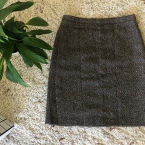 Nederdel fra mango. Størrelse 38 🧡 brugt få gange  Se også mine andre annoncer 👇🏻