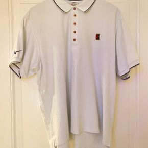 Vintage Nike Court 90's Tennis Polo t-shirt. Str. M Rigtig flot stand og har ingen fejl.