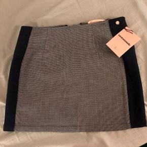 Brand new short Custommade skirt in Blue Iris(navy and grey-ish), in size 38. Selling due to moving