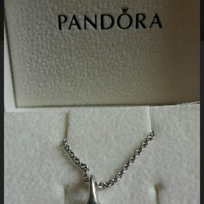 18 K hvidguld med diamanter. Fra kollektionen Lovepod eller love pod. Kæden er solgt
