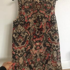 SÅ smuk kjole fra Ganni med det fineste broderi. Har kun været brugt to gange.
