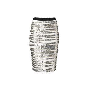 Flotteste nederdel fra Malene Birger. Den har stadig prismærke på og nypris er 3700, og den er aldrig brugt. Den har flotte palietter, og sidder tæt og figurnær.