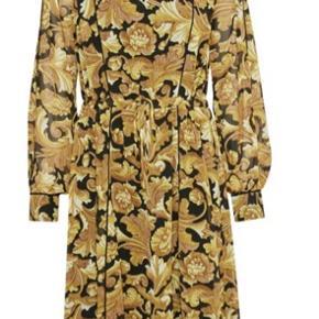 Fineste kjole, som kun er brugt 2 gange.  Byd  #30dayssellout