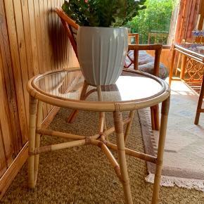 Bambusbord. Højde : 50cm Diameter : 54 cm