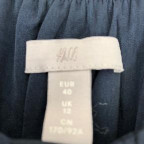 Flot maxikjole i str 40, har kun været prøvet på.