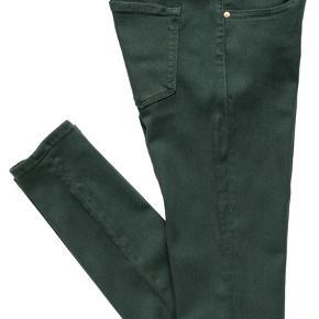 Lækre jeans. Sidder virkelig godt 👌🏼 Kun været brugt et par gange. Str. 26