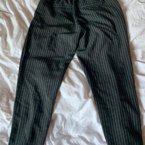 Stilede bukser.