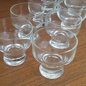 Ligner (og er måske?) Per Lütgens Canada-drinksglas.  Prisen er samlet for alle 8 stk.
