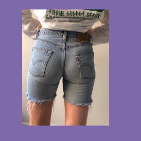 Vintage shorts. Størrelsen står ikke i shortsene, men ville vurdere dem til at være en størrelse 27.   Kan afhentes ved Sankt Hans Torv, Nørrebro