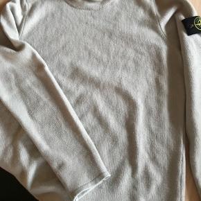 Sweateren er købt i New York og kvittering, prismærke samt pose haves Nypris er 2200 kr.