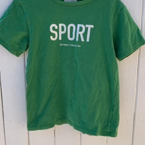 Fine t-shirts fra Gro 128/134 og Hilfiger 116. Brugstegn med lille hul, slid mm. Sælges billigt.
