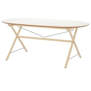 Bordet er 8 måneder gammelt. Fejler intet og standen er som ny. Et flot bord som er super nemt at rengøre og holde pænt. Nypris 1300,- men sælges til det halve. Ellers kom med et bud :-)  Ps. der er elevator i opgangen, og bordet kan nemt skilles ad!