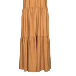Fin kjole fra Liberté i mørk gul.  Str er Large/Xlarge