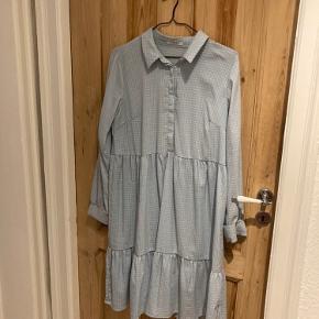 Behagelig skjortekjole med flot snit