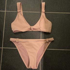 Rigtig fin lyserød bikini fra nelly sælges. Str. 36. Kun brugt én gang og derfor i rigtig god stand.
