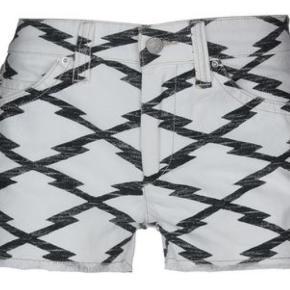 Super fine isabel marant shorts, som jeg desværre ikke kan passe længere. De er en 36, men lidt til den lille side! Håber der er en anden som kan få mere gavn af dem end jeg!