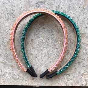 De fineste hårbøjlen med krystal perler. Grøn og lyserød. Helt nye.   Hårpynt/hårbøjle/perler/krystal
