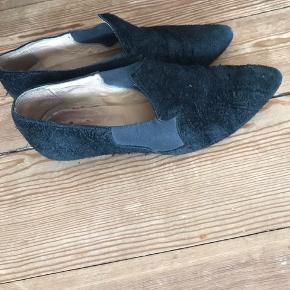 Virkelig gode Acne Alma sko. De bærer præg af brug, men kan sagtens blive flotte med lidt pleje