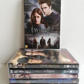 TWILIGHT:  ALMINDELIG DVD: Twilight Breaking Dawn - Part 1 Eclipse New Moon  TWILIGHT BLURAY: Twilight Eclipse New Moon  Pris: 25,- stk. plus porto Fast pris Sendes med DAO  __________________________________________  Vampire Diaries: Vampire Diaries - Love sucks - Complete first season - 5 discs -  Pris: 50,- plus porto  Vampire Diaries -  Love sucks - Complete third season 5 discs -  NY i folie - Pris: 65,- plus porto