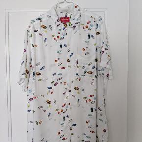 supreme pills rayon shirt fra ss17 brugt meget lidt, ingen flaws  cond 07/10