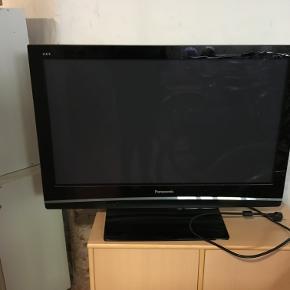 """42"""" tommer Panasonic TV. Med fjernbetjening. Har stået overdækket i kælder. Fejler intet."""