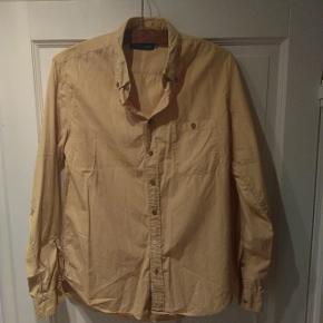 Lækker sandfarvet Wood Wood skjorte. Fitter large