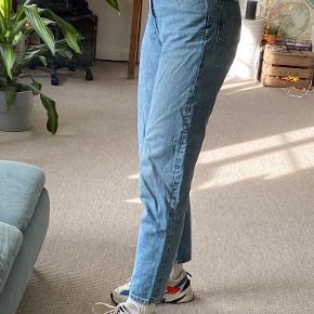 Weekday LASH extra high mom jeans I lyseblå denim str. W29 L30 - byd